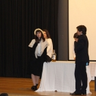 Atuação dos alunos do 8.º ano, ensaiada no âmbito da disciplina de Expressão Dramática 03
